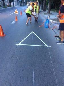 Лепящ знак за пешеходни пътеки