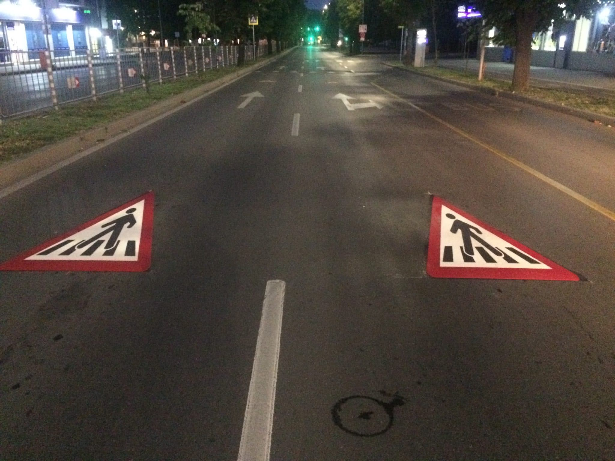 Символи за пешеходни пътеки